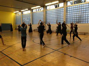 """Training vor der Weihnachtsfeier, mit den Unileuten, Kids und """"alten"""" Haudegen des Verein"""